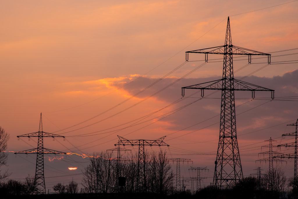 Sonnenuntergang-Strommasten.jpg